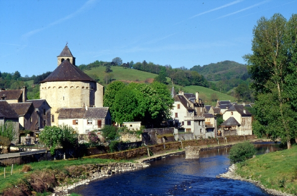 Ste eulalie d 39 olt village class parmi les plus beaux for Les plus beaux villages des yvelines