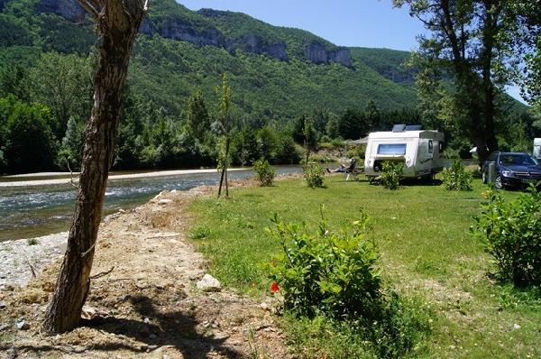 Camping les bords du tarn mostu jouls for Camping gorge du tarn avec piscine