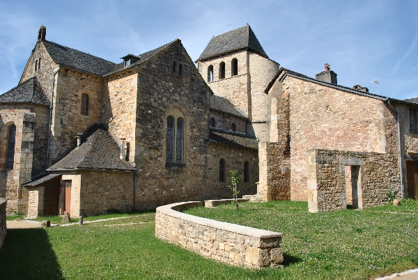Visite-guidée-du-village-fortifié-de-Vimenet