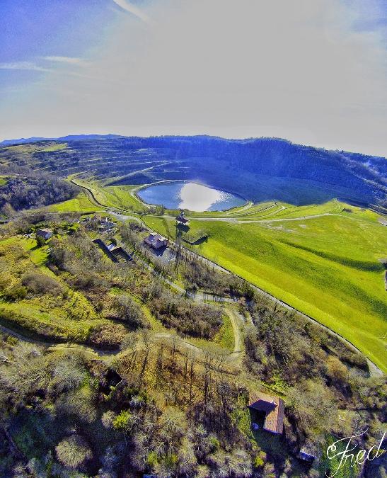 La mine à ciel ouvert et le chevalement de mine de Decazeville