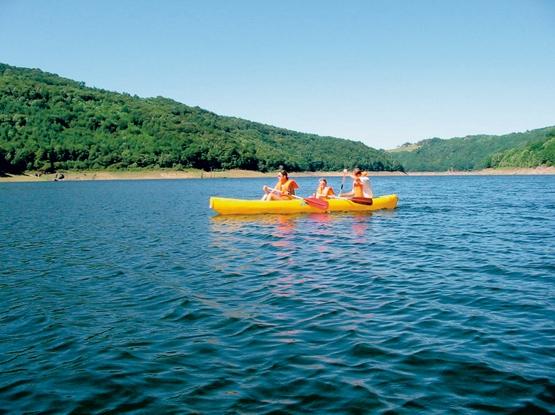 Locations de canoës au Lac de Sarrans