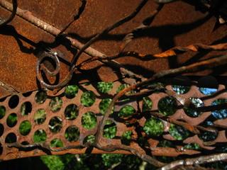 détail d'une sculpture réalisée par les habitants du Sentier de l'imaginaire