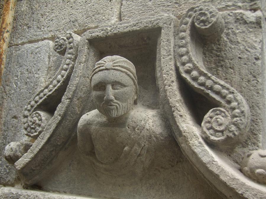 Détails architecture église de Mur-de-Barrez