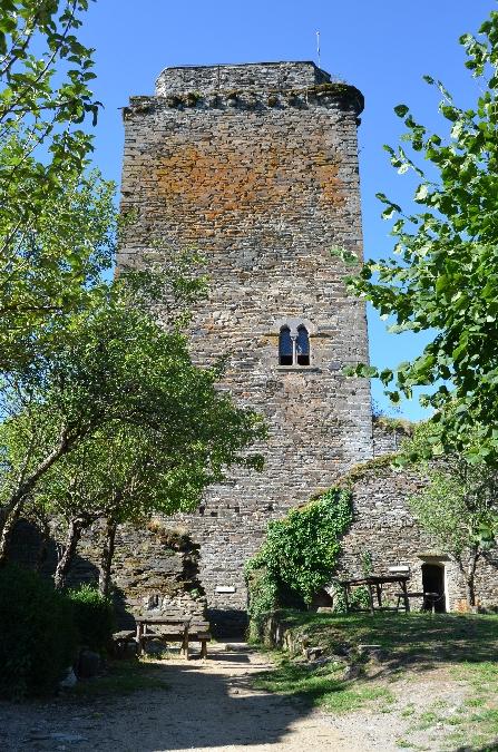 donjon-chateau-de-valon-carladez-aveyron-ot-mur-de-barrez