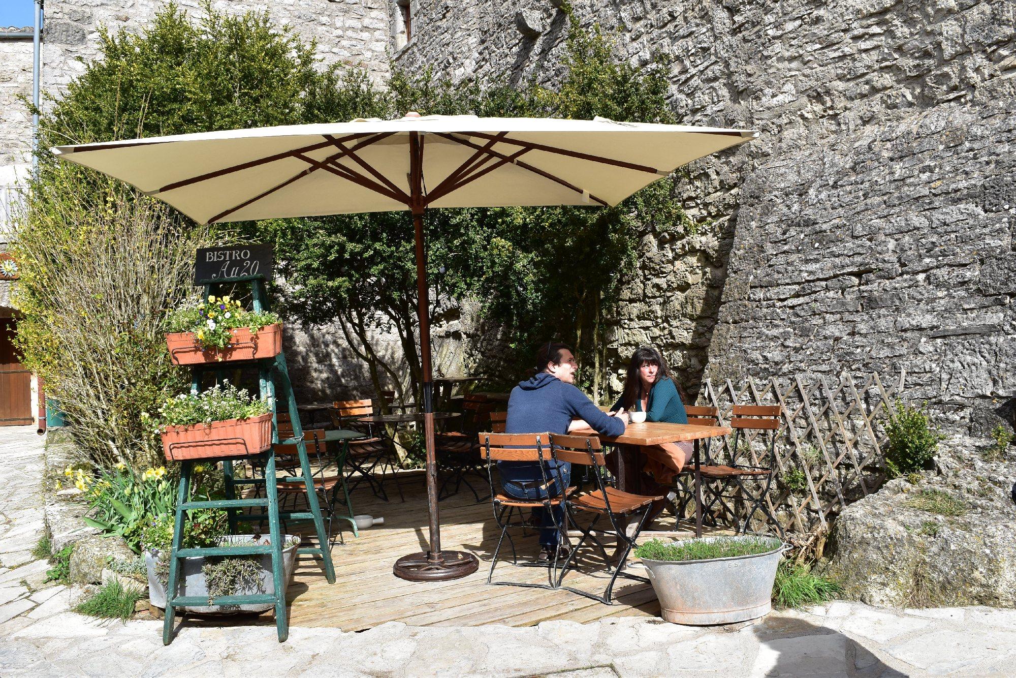 Au 20 La Couvertoirade Restaurant