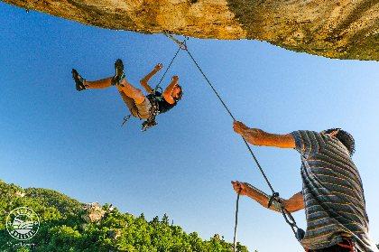 Falaise d'escalade de Cantobre, Virgine Govignon - OT Larzac et Vallées