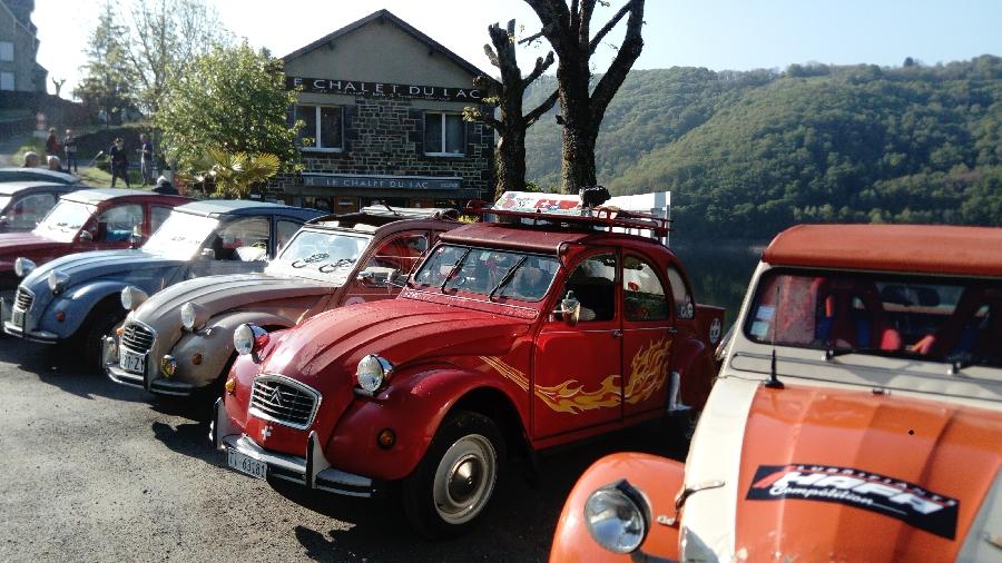 Rallye 2 CV au chalet du lac, presqu'île de Laussac