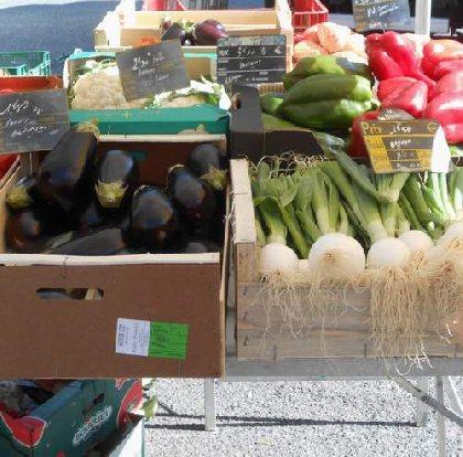 Petit marché à Lédergues