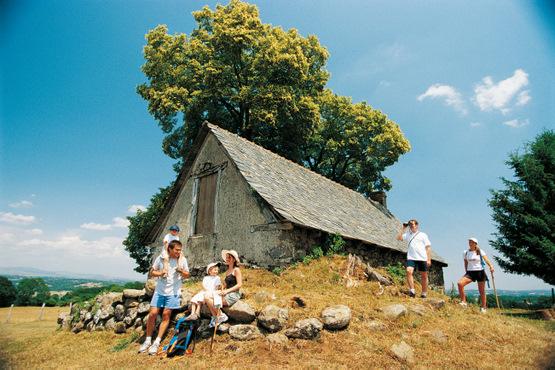une halte au buron du village à la montagne de Pleau