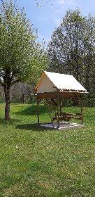Camping vert Chez Fanny et Jérémy - tente bivouac perchée