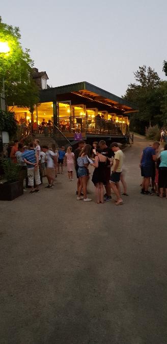 Restaurant l'Annexe La Source en début de soirée