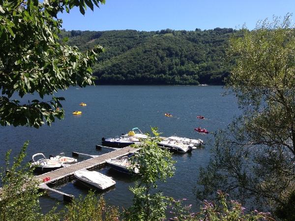 Ponton du CAMPING LA SOURCE sur le lac de Sarrans