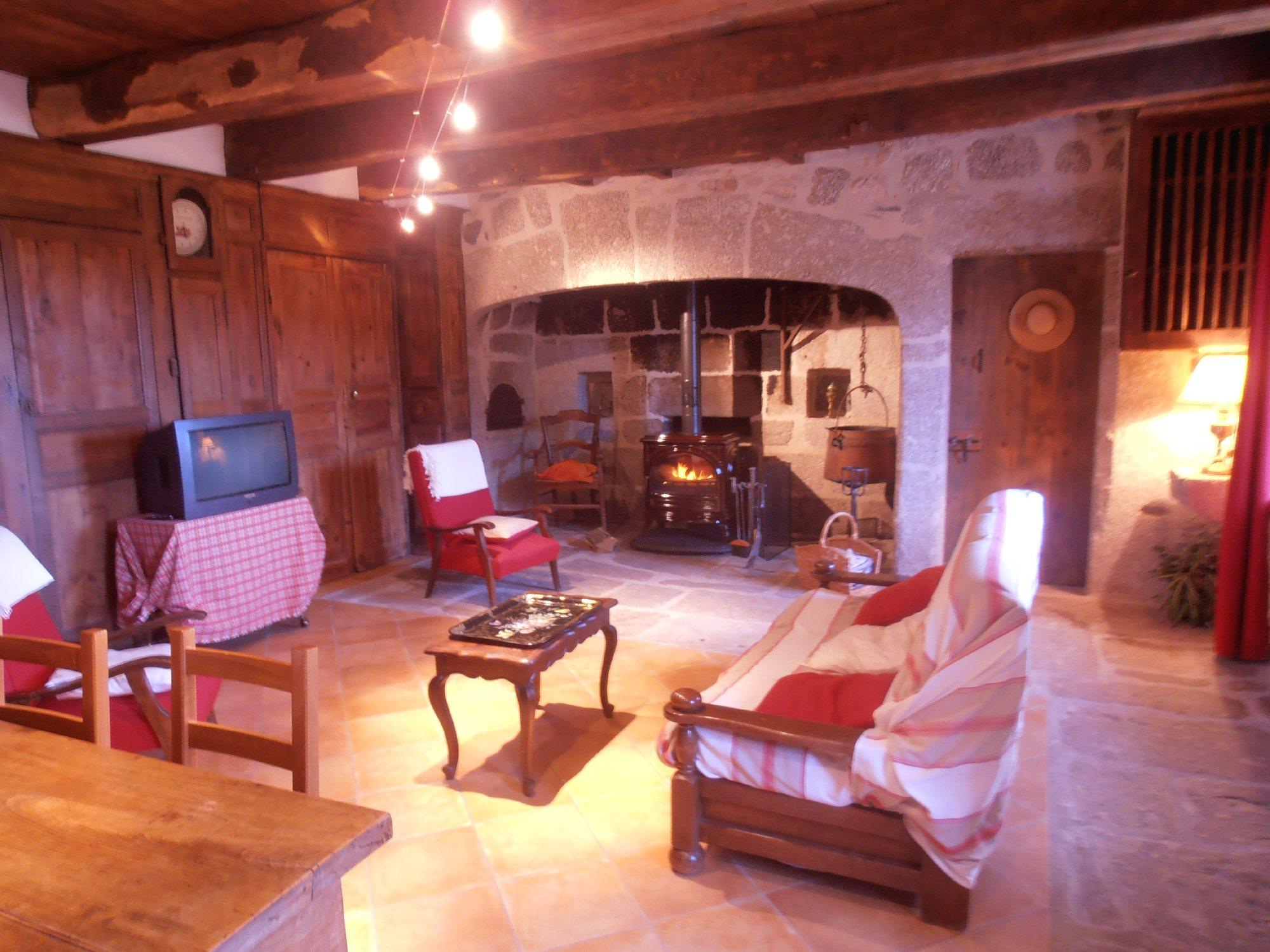 Martine lutrand laguiole g te tourisme aveyron - Office du tourisme laguiole ...