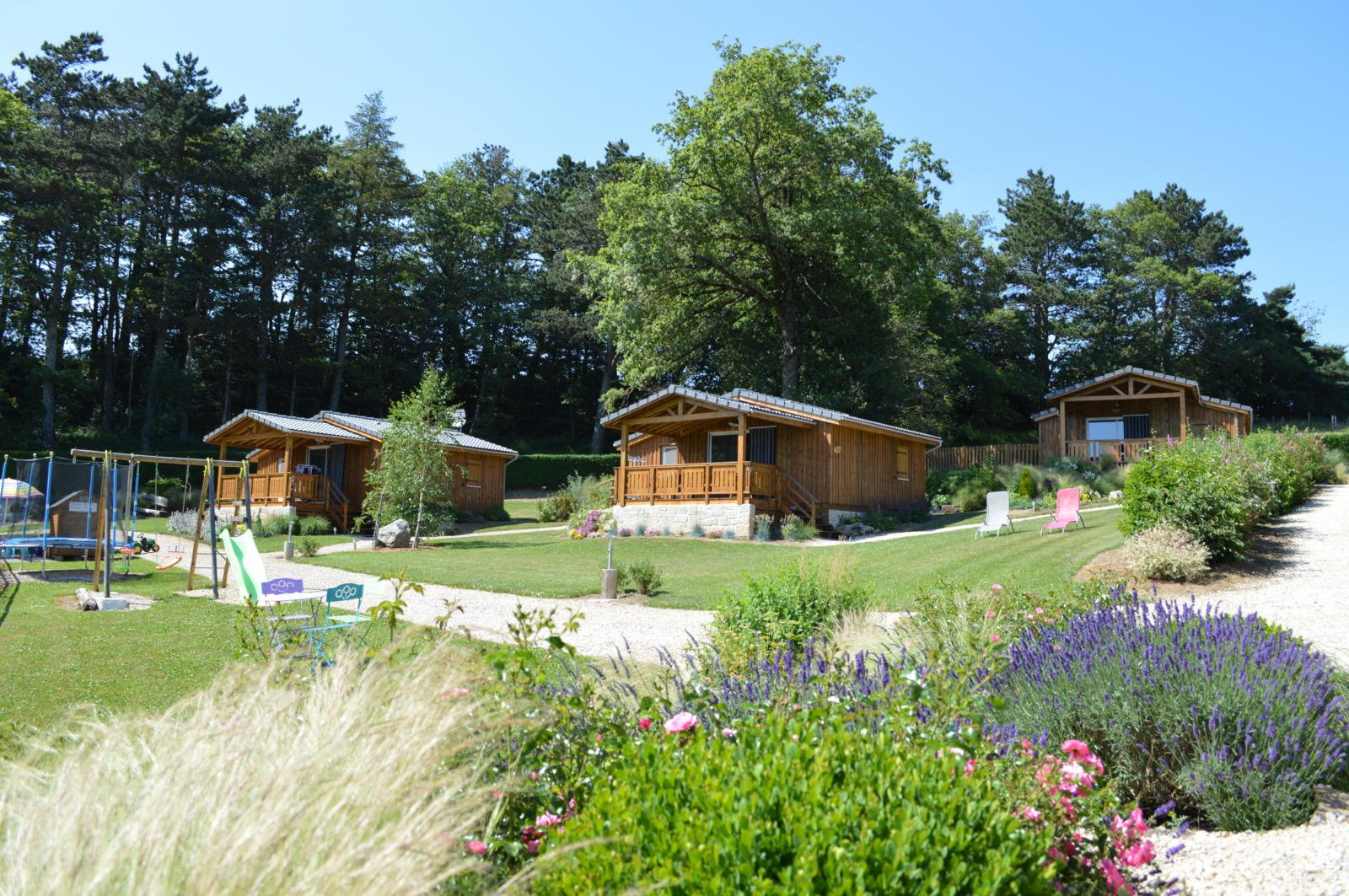 le jardin de chalets s gur camping tourisme aveyron. Black Bedroom Furniture Sets. Home Design Ideas
