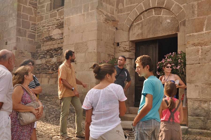 visite guidée devant l'église Saint Michel