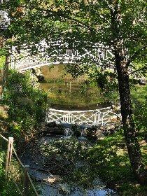 Pont sur la rivière Le Lieux sur la propriété, Le moulin de la conquête
