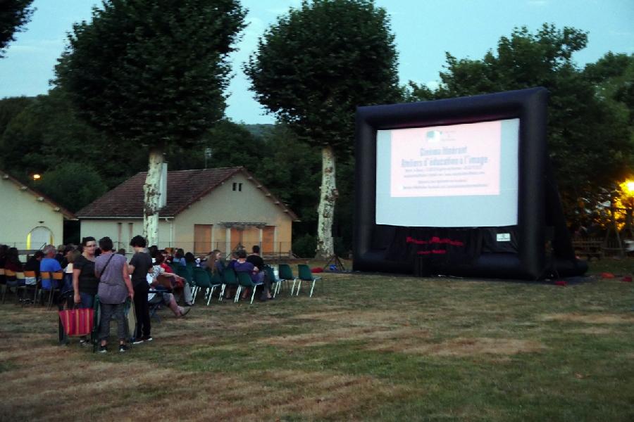 Gratuit Cinéma sous les étoiles ©Lou Pais St-Jeantais