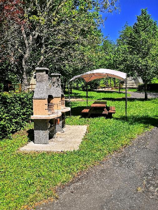 espace barbecue du camping de Brommat