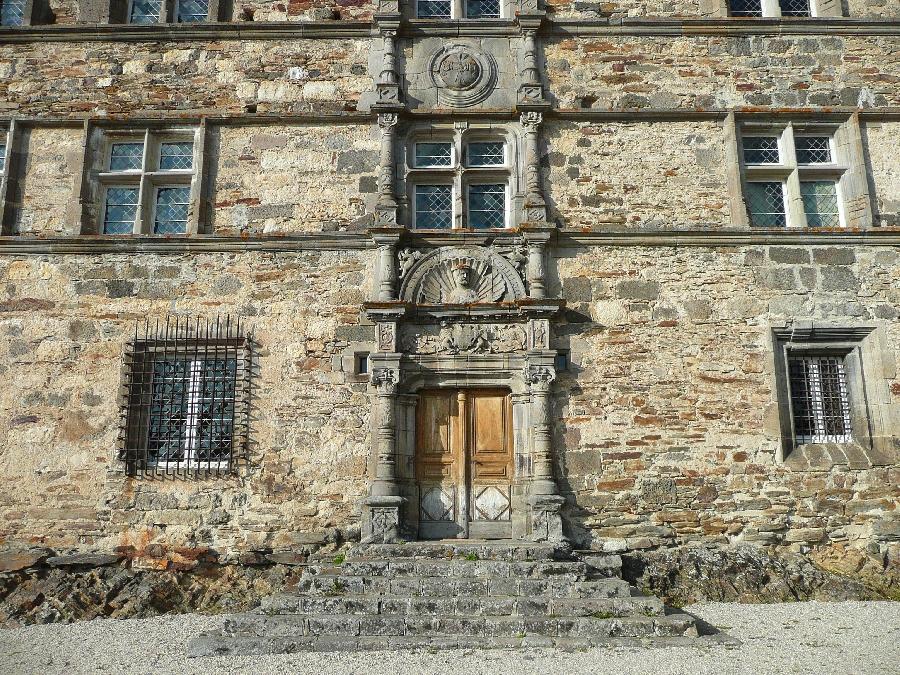 Porte façade Château de Messilhac