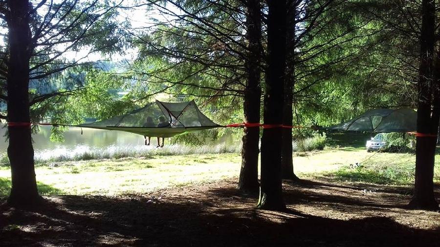 Tentes suspendues de la rivière