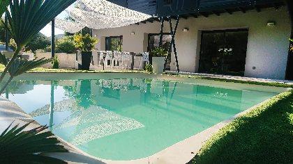 Piscine du gîte Dandelion idéale pour se baigner en famille, Dandelion gite spa Mostuéjouls