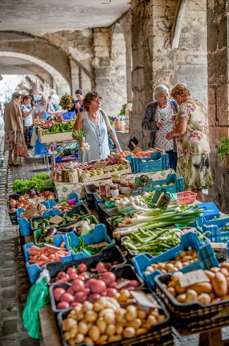 Petit marché de Villefranche, le samedi matin