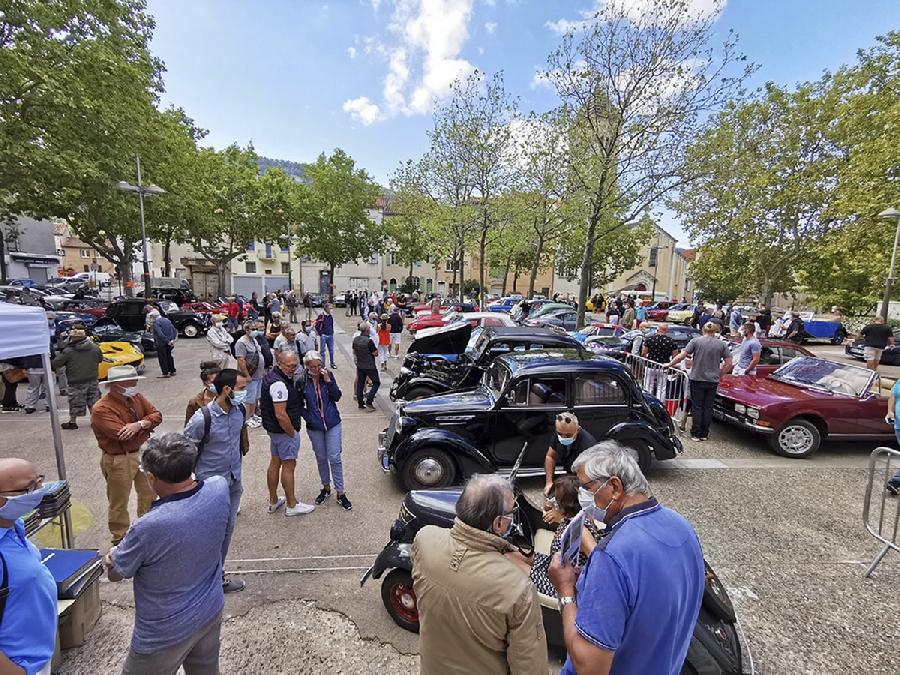 Rassemblement de voitures anciennes ( SAVA)