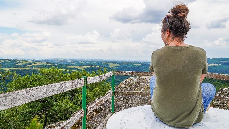 Point de vue et table d'orientation au Roc de Miramont