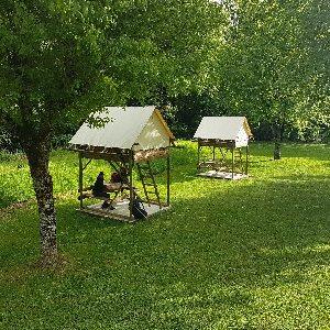 Camping vert Chez Fanny et Jérémy - tentes bivouac perchées