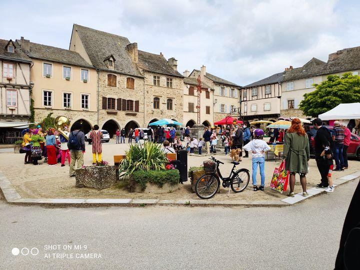 Marché du dimanche matin à Sauveterre de Rouergue