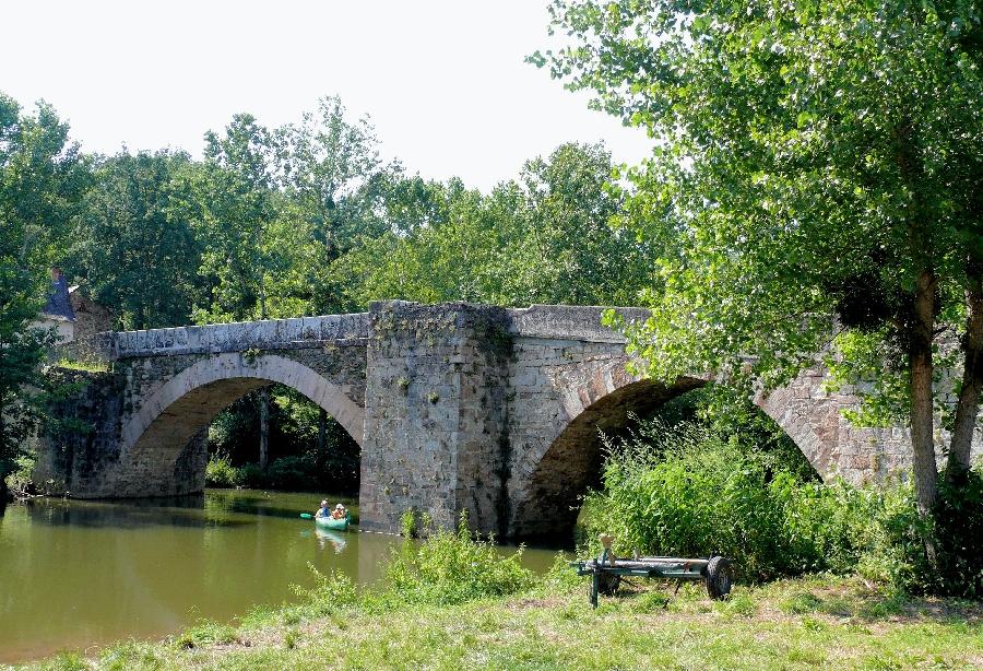 Aire de pique-nique à Najac - Pont Saint-Blaise