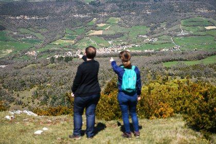 Vue sur Ste-Eulalie de Cernon et la vallée, OFFICE DE TOURISME LARZAC VALLEES