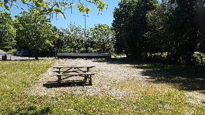Aire de pique-nique du terrain de quilles à Sévérac l'Eglise , Office de Tourisme des Causses à l'Aubrac