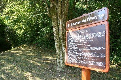 Aire de pique-nique aux Sources de l'Aveyron , Office de Tourisme des Causses à l'Aubrac