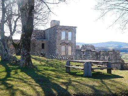 Aire de pique-nique du château de Sévérac, Office de Tourisme des Causses à l'Aubrac