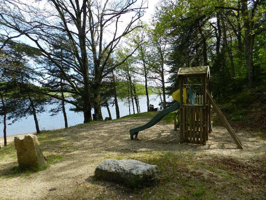 Aire de pique-nique et de jeux Lac des Galens