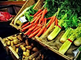 Petit marché des producteurs locaux à Prades d'Aubrac