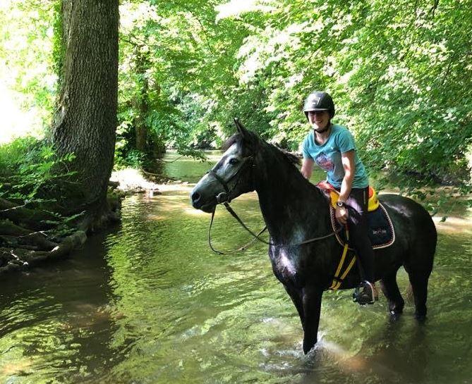 CASSANDRA, Monitrice d'équitation