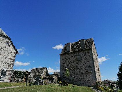 Aire de Pique Nique à Brommat - dans le jardin du château, OFFICE DE TOURISME DU CANTON DE MUR DE BARREZ