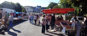 Les marchés animés de Villefranche de Panat