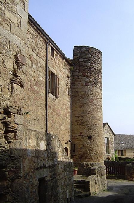 Vestiges des remparts de Castelnau-Pégayrols