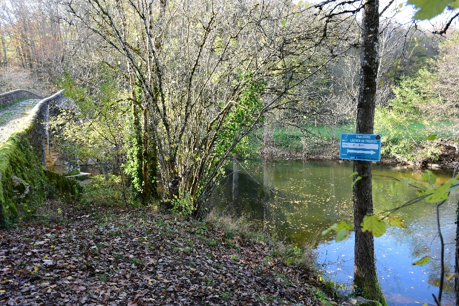 L'Aveyron à Compolibat (lâchers de truites)