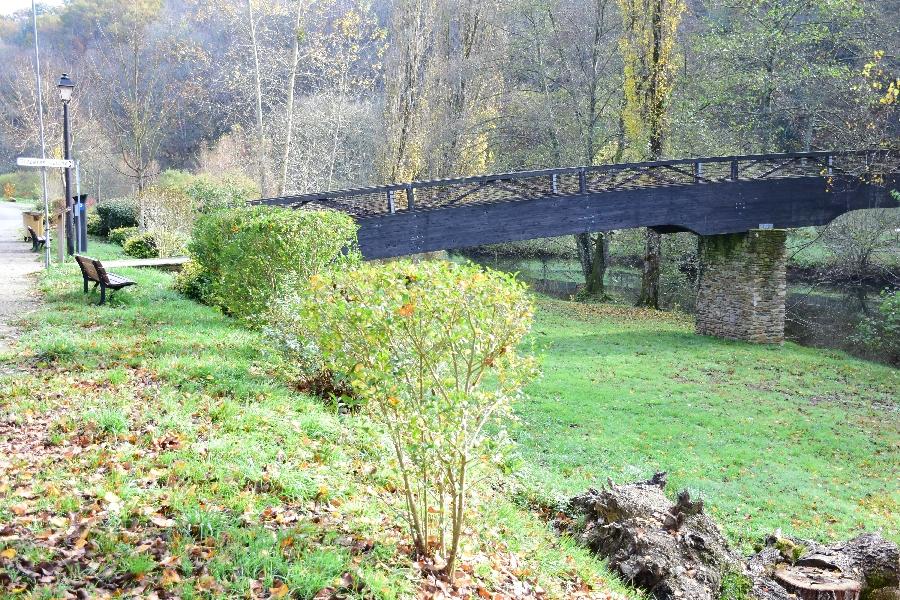 L'Aveyron à Belcastel (lâchers de truites)