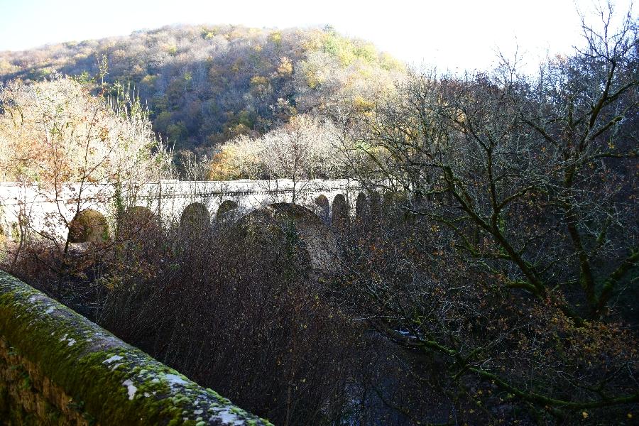 L'Aveyron au Pont de Vézis (lâchers de truites)