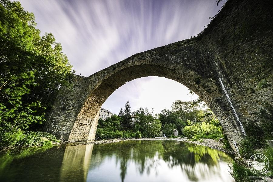 Se rafraichir sous le pont de Nant