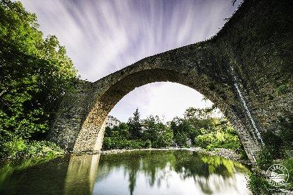 Se rafraichir sous le pont de Nant, OFFICE DE TOURISME LARZAC VALLEES