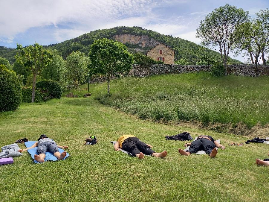 Yoga au coucher du soleil