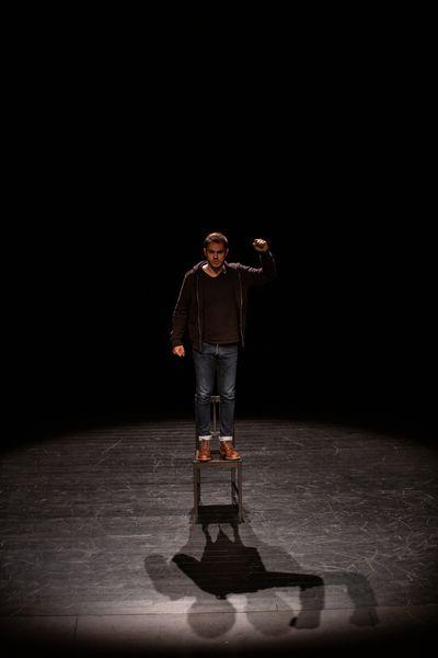 Théâtre : Passage(s) - tentative 1 : naître - Thomas Pouget cie la Joie errante