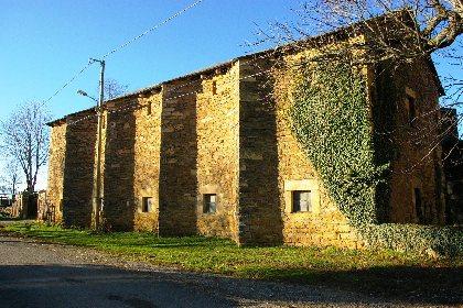 Visite libre de Cruéjouls, Office de Tourisme des Causses à l'Aubrac